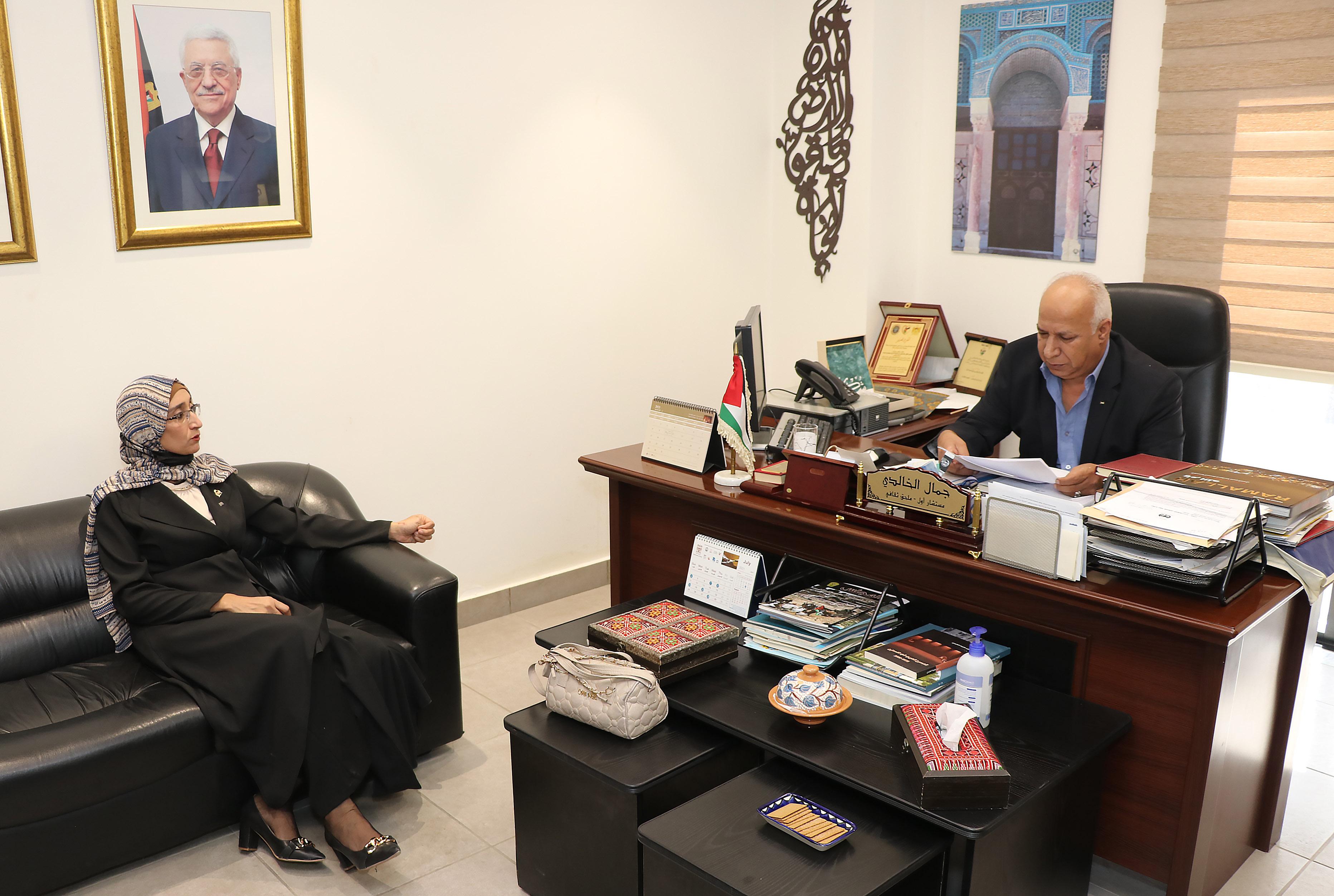 """مباحثات بين """"عمان العربية"""" والملحقية الثقافية لدولة فلسطين1"""