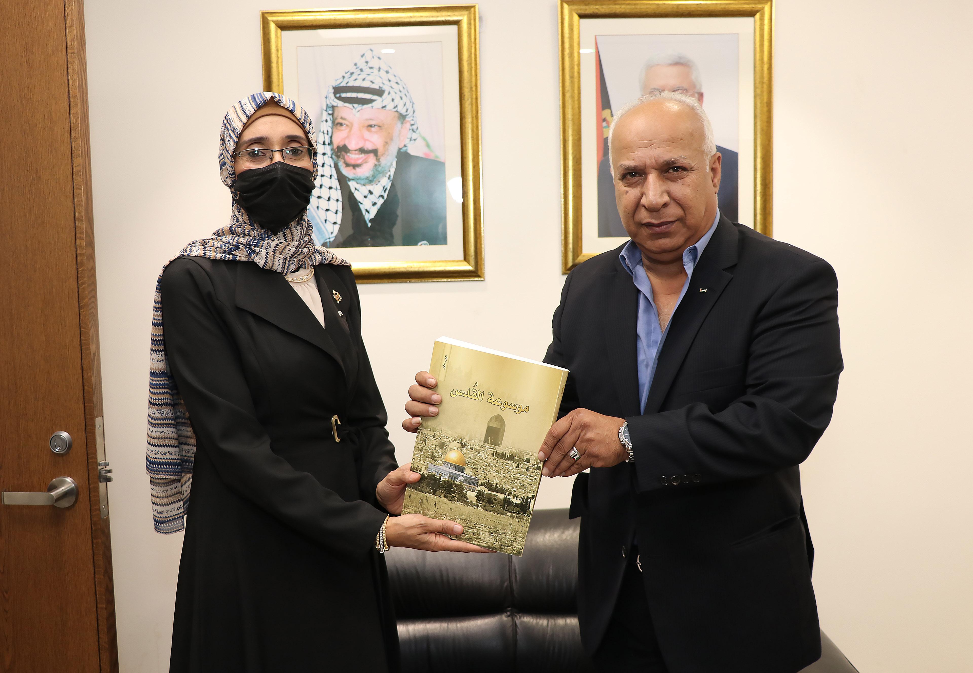 """مباحثات بين """"عمان العربية"""" والملحقية الثقافية لدولة فلسطين2"""