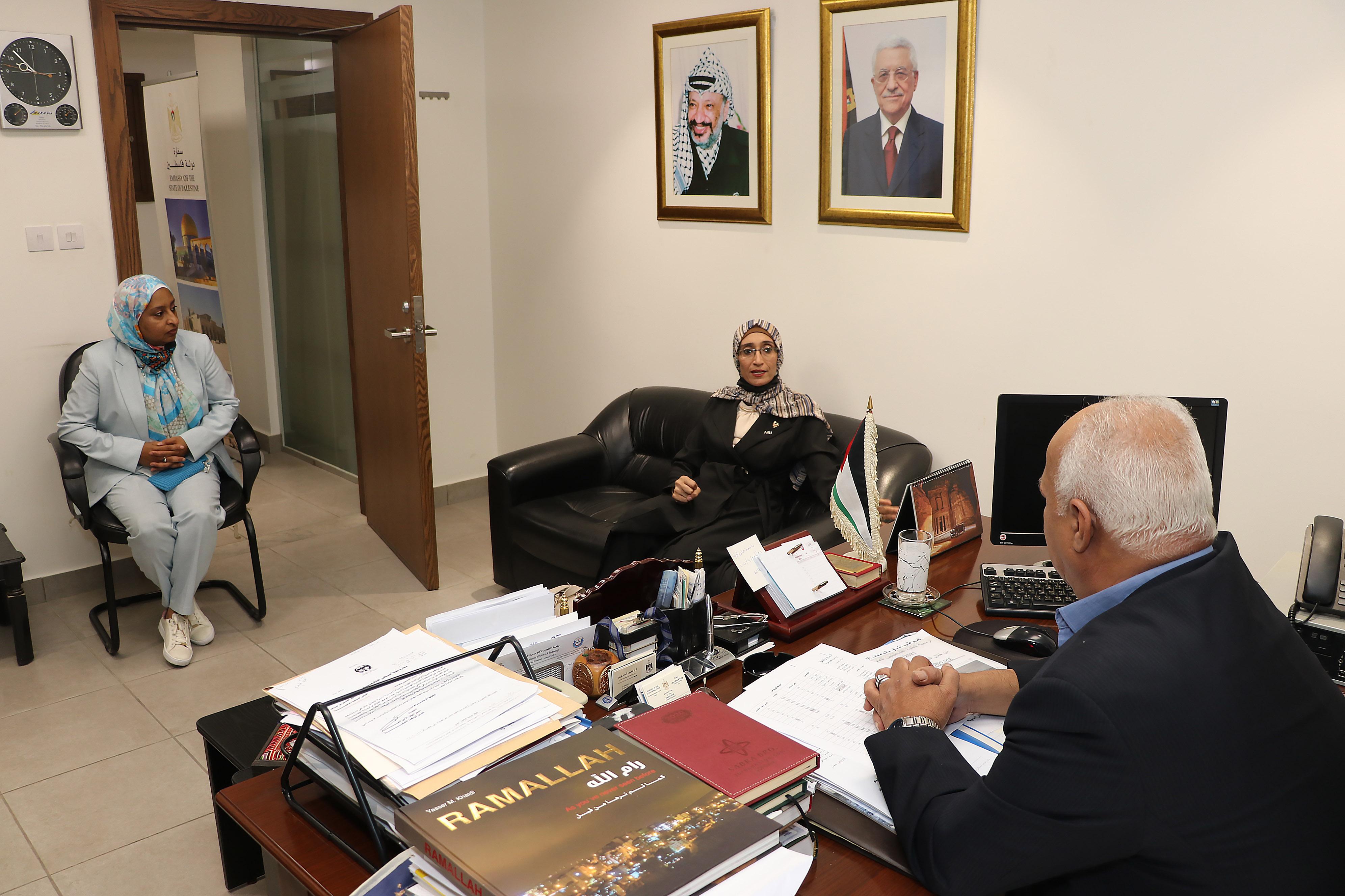 """مباحثات بين """"عمان العربية"""" والملحقية الثقافية لدولة فلسطين3"""